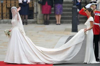 Catherine Middleton před Westminsterským opatstvím