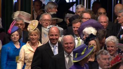Do Westminsterského opatství přicházejí hosté