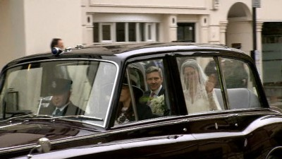 Kate Midldetonová na cestě k obřadu