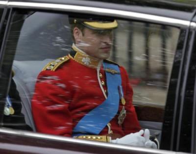 Princ William přijíždí do Westminsterského opatství